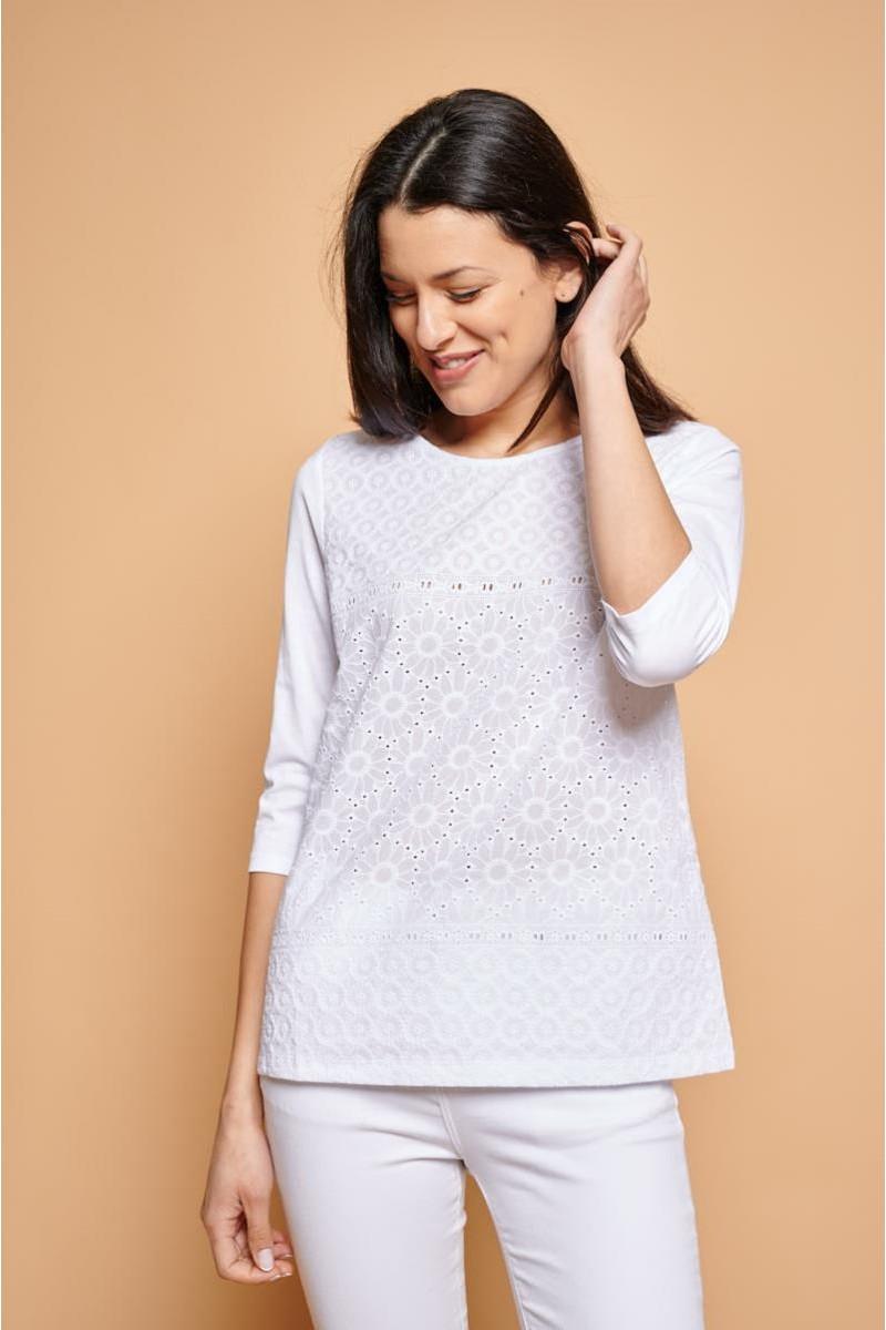 Camiseta romántica con bordado