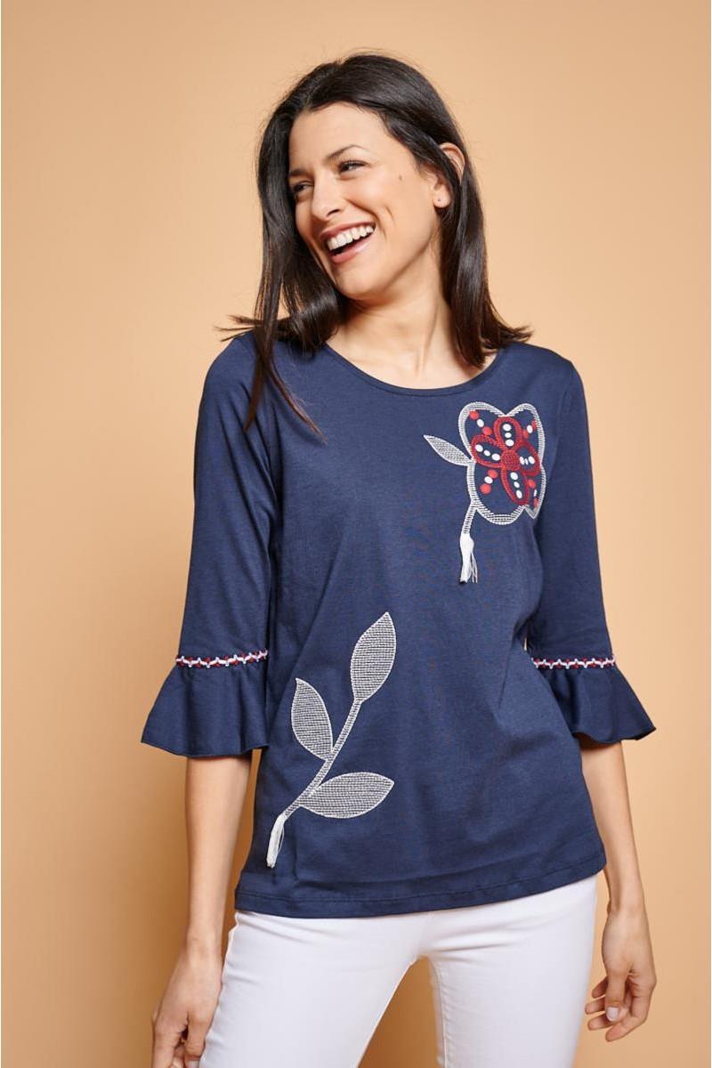 Camiseta romántica con bordados